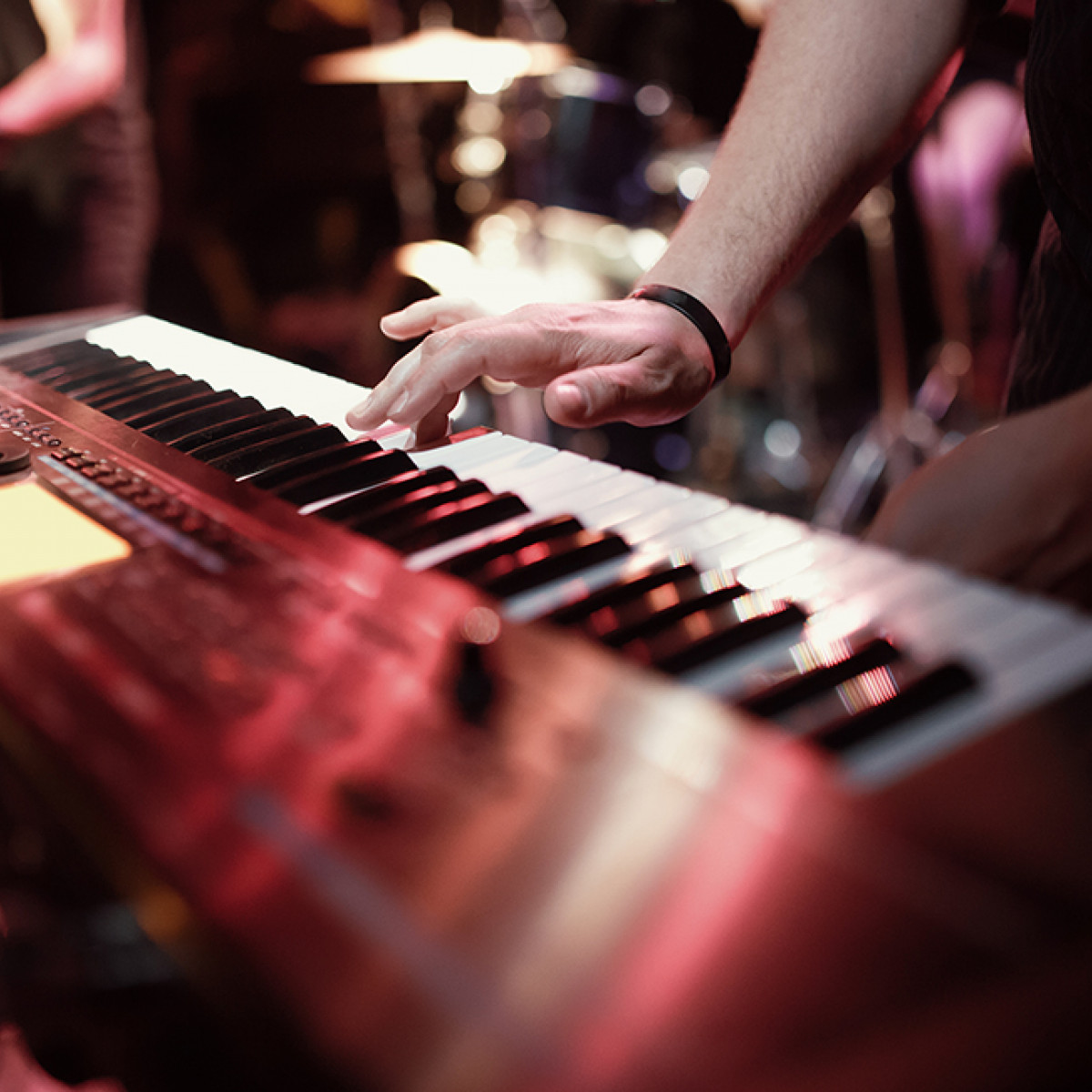 the correlation between jazz musicians and the world of addictive substances